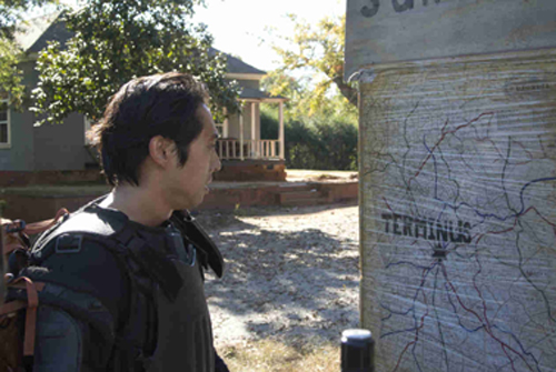 Glenn finds the map to Terminus.